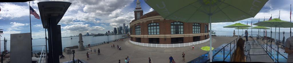 Just checked out the #HTCVive at Navy Pier. My mind is blown. #virtualreality #HTCViveLive http://t.co/RIRsPmuRg6