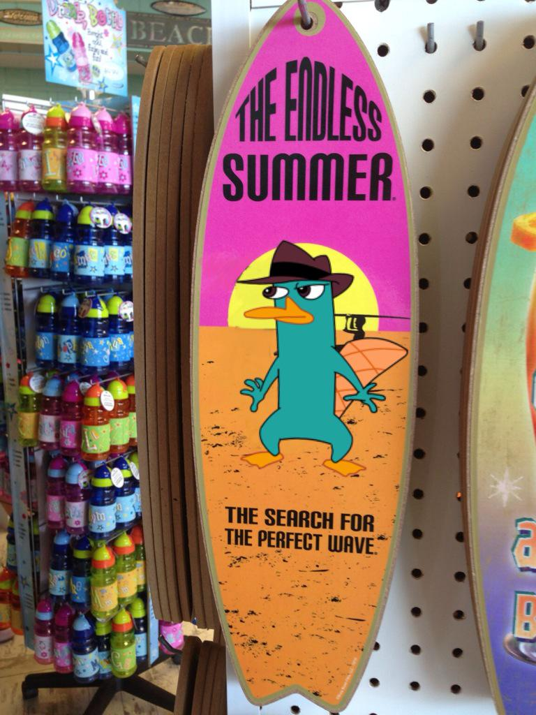 [ Cool souvenirs at the backyard-beach ! :D ] @mmonogram @DanPovenmire @alikigreeky http://t.co/0eNI6hqmOM
