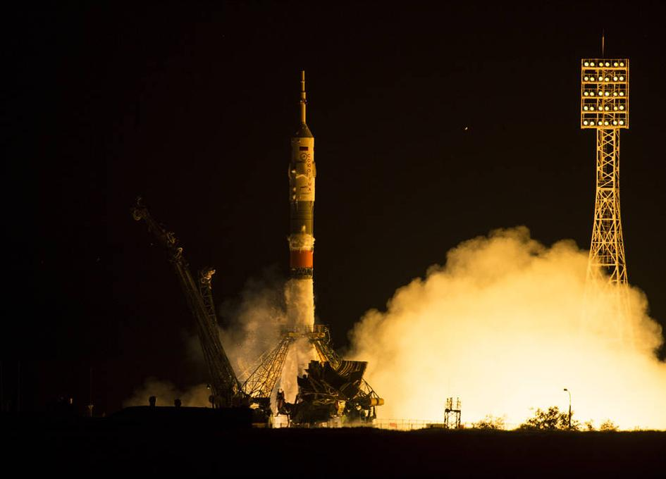 打ち上げが無事成功した。ソユーズの打ち上げ数分前に満天の星が降り注ぐカザフスタンの夜空にISSが動いているのがどの星よりも明るく見えた。こんなロマンティックな打ち上げは初めてだ。打ち上げ前のソユーズの窓からISSは見えただろうか。 http://t.co/fSuKs9tj9z