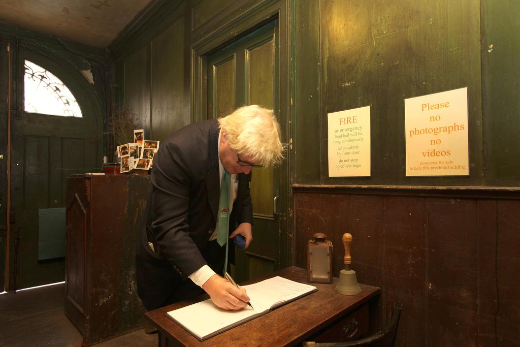 Fascinating visit to the very interesting Museum of Immigration @19pst in Spitalfields this morning http://t.co/KewDpJrKKG