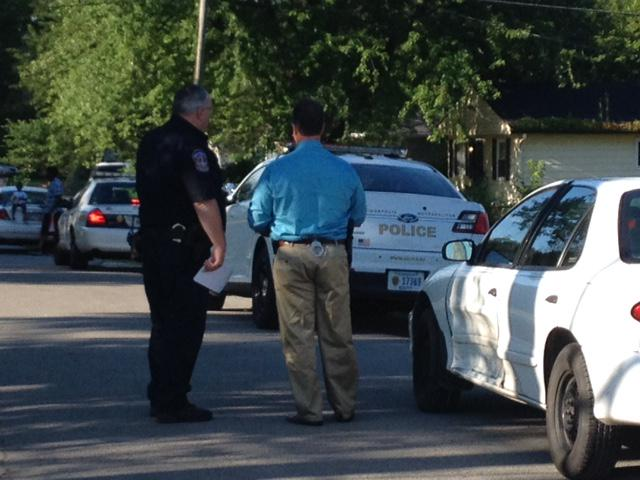 Man shot in 4100 block of Edmondson Ave, police search for suspect: http://t.co/Mb6MZknirY