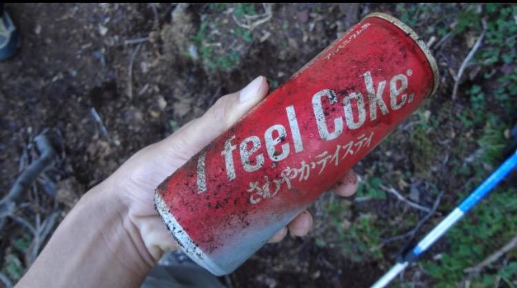 3年前、富士登山中に1987年(私自身が生まれる前です)の未開封コカコーラを発見し、一口飲んでみたことがあります。ほのかにバブルの味がしました…w http://t.co/jcPEur2CNu