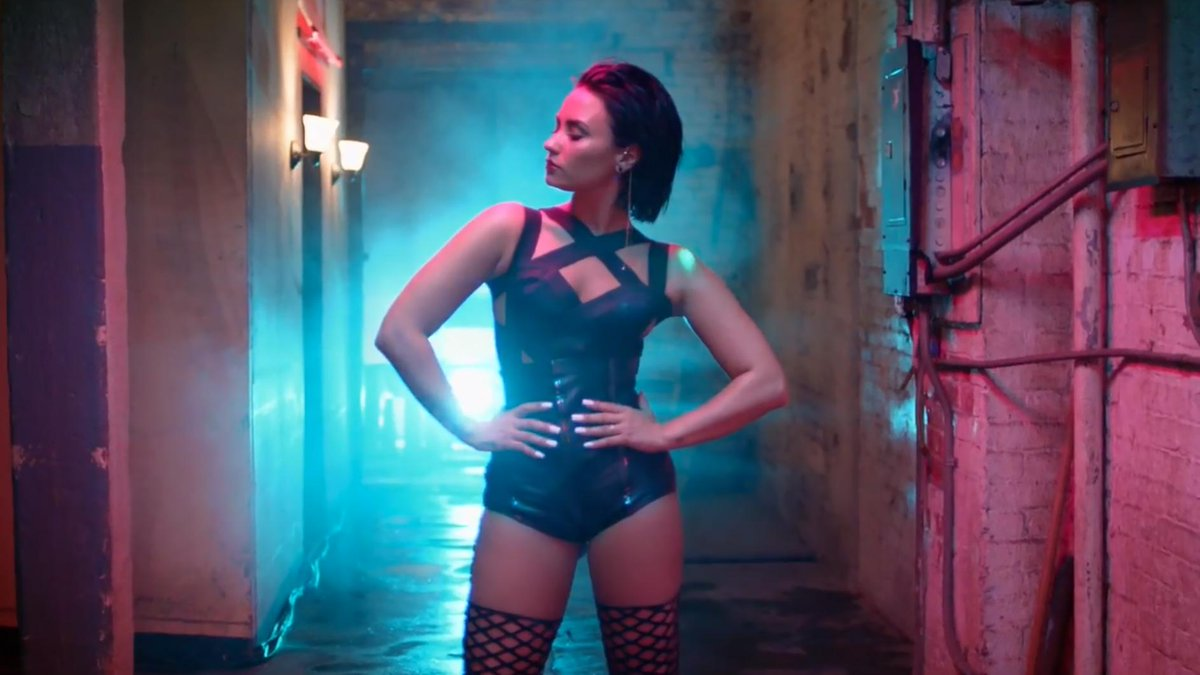 Watch @ddlovato's hot new music video for #CoolForTheSummer: http://t.co/WKsFpnwngR