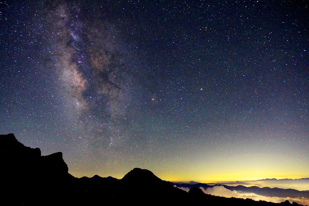 硫黄岳(八ヶ岳)で見た天の川…ワンダフルですヾ(≧∇≦*)/ 【「旬」の宅配便~佐久っと通信~】山から見た天の川がすごい!! http://t.co/SEXnW1HJ1V http://t.co/sM71qE7khm