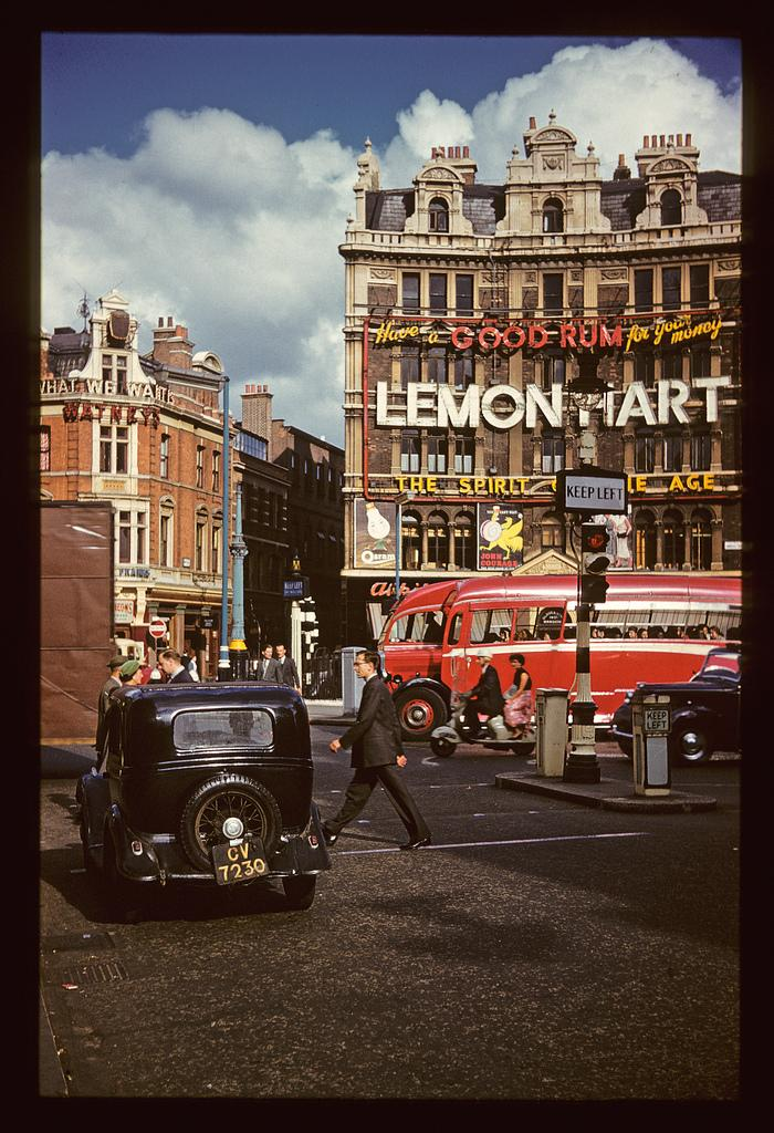 Fascinating photos of London in 1957