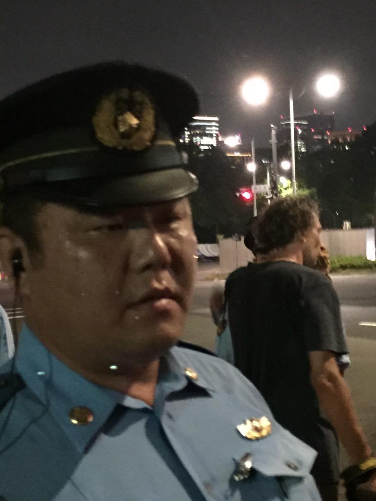 国会前抗議に来る人を国会前信号で、どうしたらいいかわからず停めっぱなしにした、第6機動隊中隊長 サカモト=クズ 能無し。 http://t.co/fbnJMIPtfy