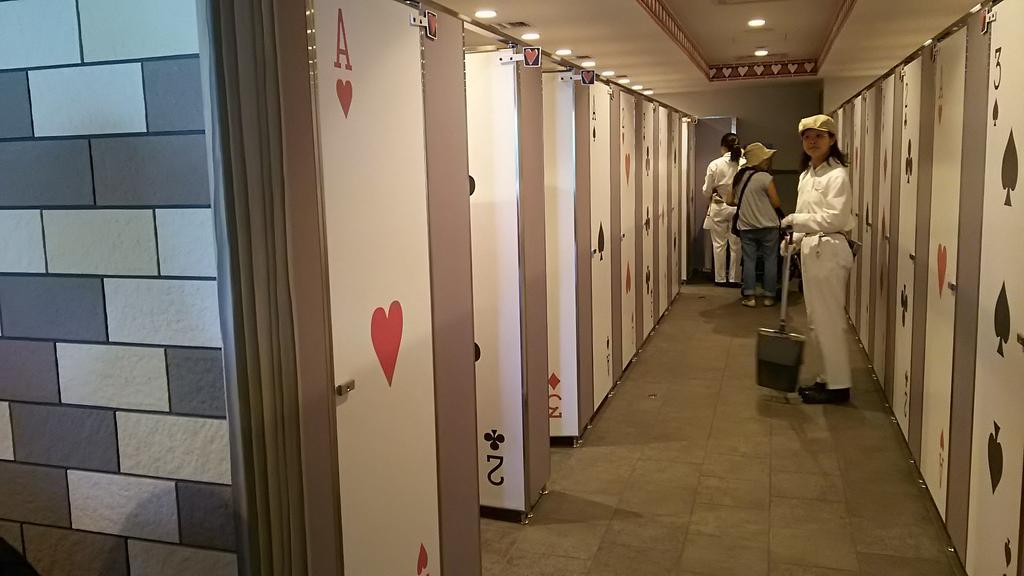 クイーンオブハートの隣のトイレ、めっちゃ可愛くなってる🚺 #TDR_now pic.twitter.com/uyyEKdEwa2