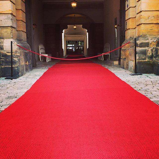 Der rote Teppich für heute Abend ist schon ausgerollt #Bayreuth #Richard #Wagner #Festspie… http://t.co/eTB08Opijb http://t.co/e5N4n9FN6p