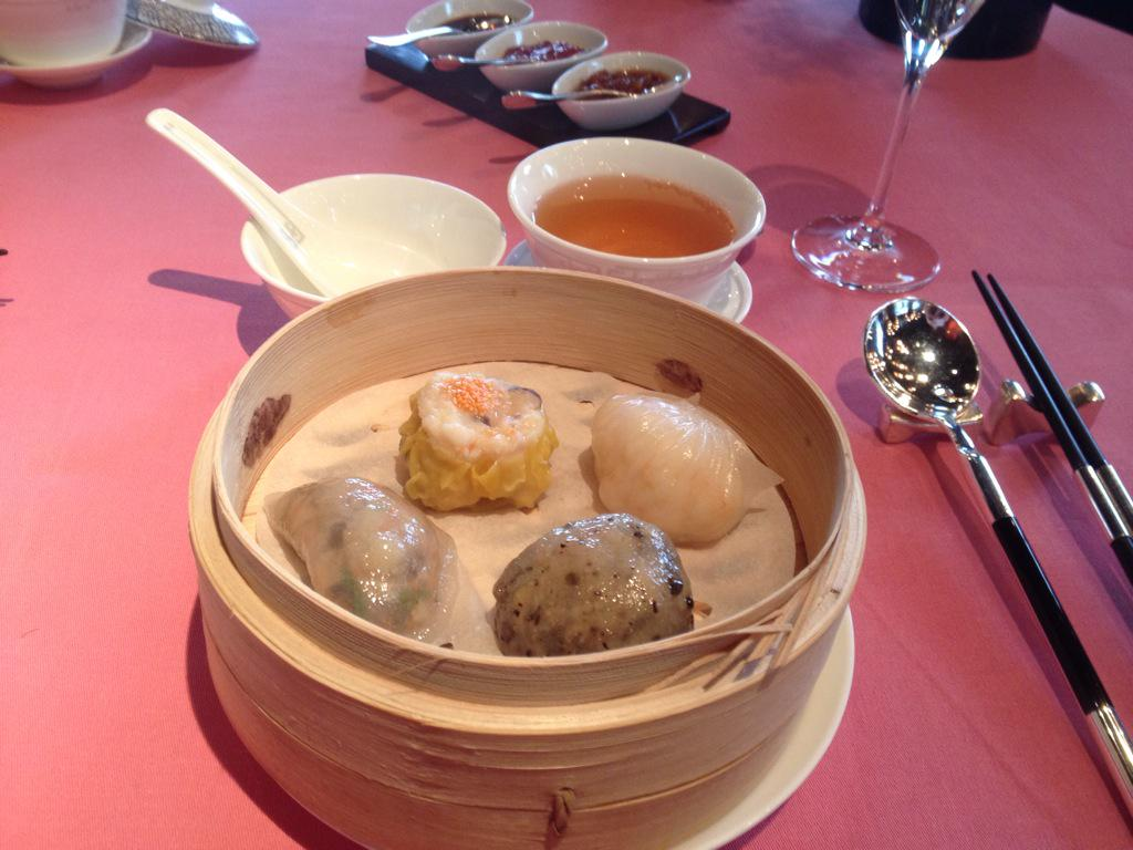 In midst of over-indulgent staycation @MO_HKG - lunch at Man Wah was fab (thanks @MsKluender!) http://t.co/UDxIhpBBK4