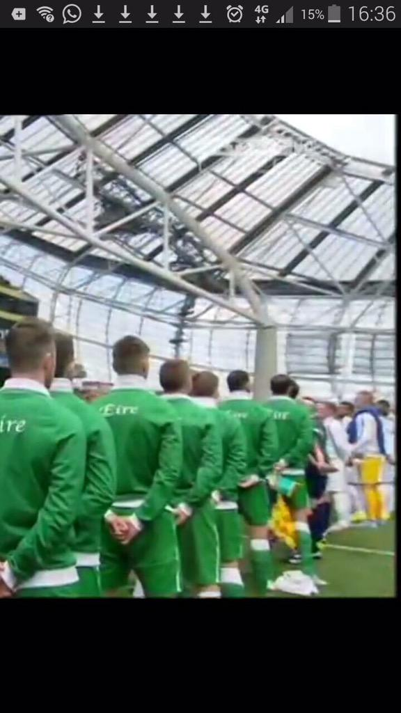 Here's the entire England team not facing the flag in Dublin. Not a peep about it either. Agenda?? http://t.co/g188aAJ3N9