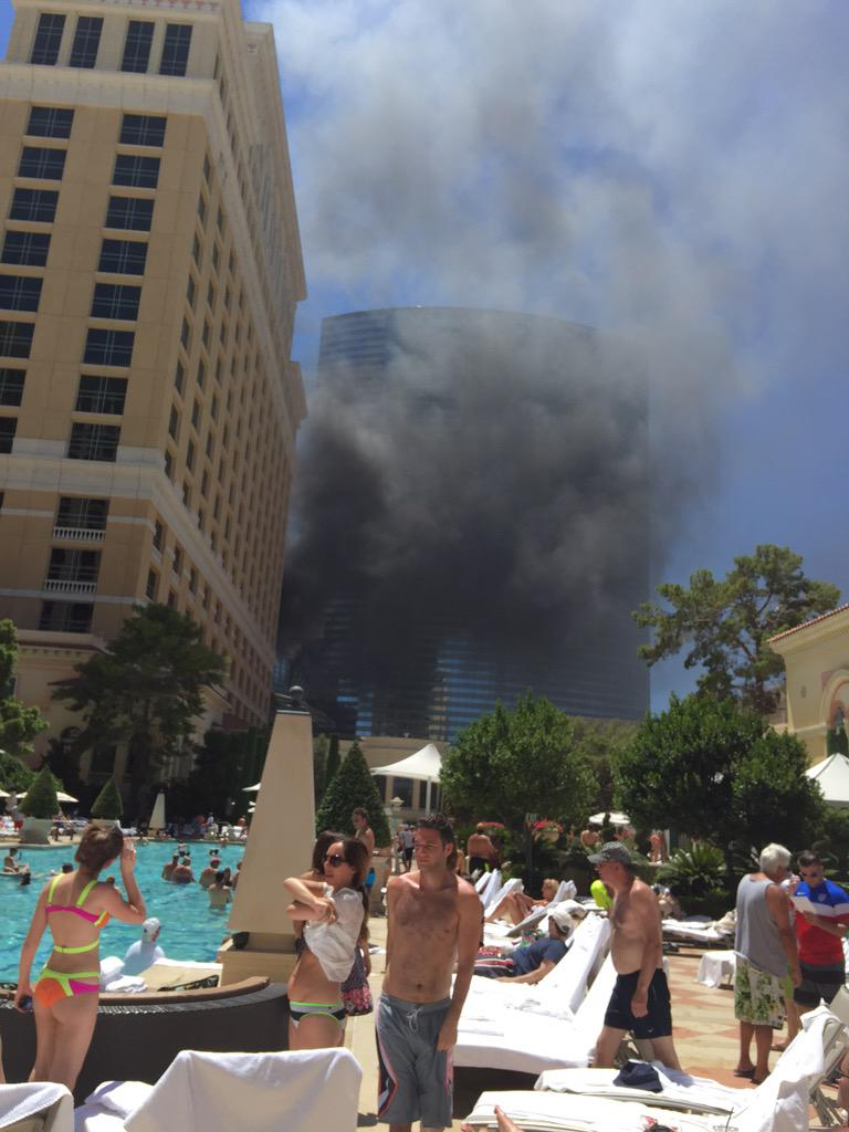 So much black smoke coming from the @Cosmopolitan_LV #fire #LasVegas. Hope everyone is safe! http://t.co/4NyJvPzmAv