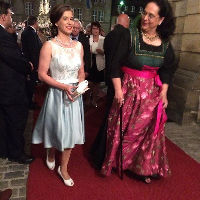 Sissy Thammer #BayreutherFestspiele #Staatsempfang http://t.co/b76XK2i5YN http://t.co/wQJWYoobRm