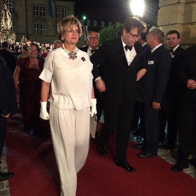 Fürstin Gloria von Thurn und Taxis #BayreutherFestspiele #Staatsempfang http://t.co/HACbt55qI4 http://t.co/Cq3WI23kdm