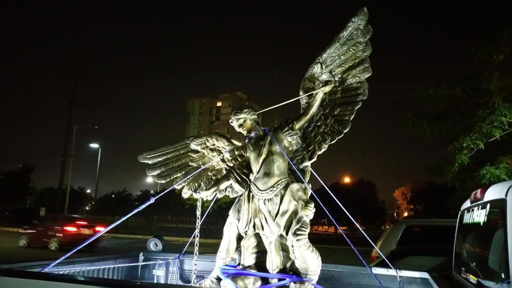 Le Temple Satanique organisait à Détroit une cérémonie de « débauche » CKz-JEBW8AATMM8