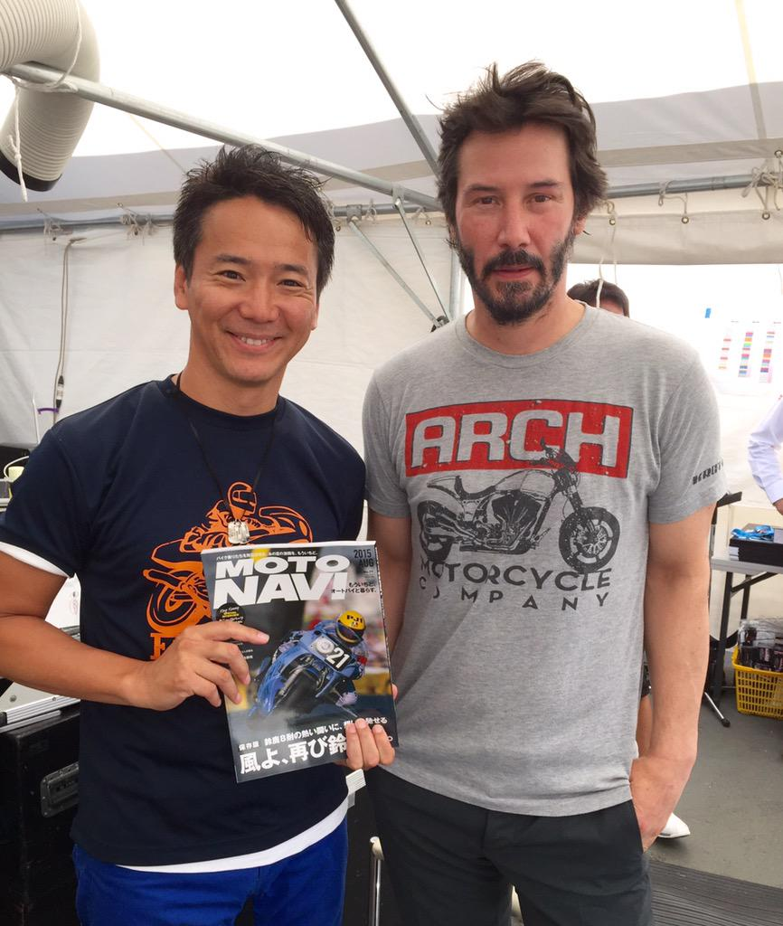 @ok_kawanishi: 鈴鹿8耐のステージでキアヌ リーブスさんとトークショー^ ^ めちゃくちゃバイク好きで、サーキットを楽しんでます! #keanureeves  #motorcycle  #motonavi http://t.co/h2wX8l8Yj0