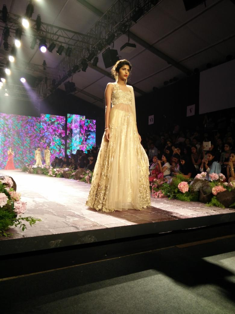 Bmwindia On Twitter Gowns Pre Draped Sarees Cleverly Cut Out Dresses Bridal Lenghas And More Bmwibfw Http T Co 8nciuxhjqu