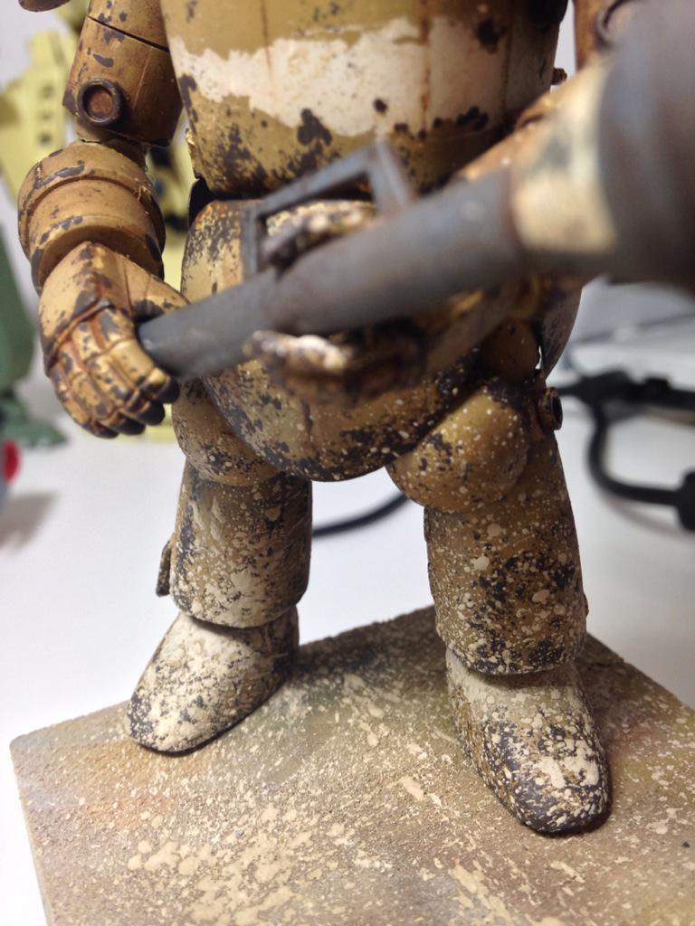 Acabados los desconchones. #pigments green earth en modo barro seco #maschinenkrieger<br>http://pic.twitter.com/JUGBWJ7JUL