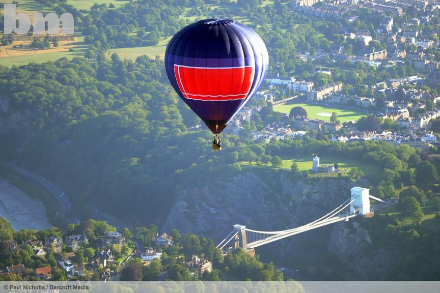 A hot air balloon during the Bristol International Balloon Fiesta. ©Paul Nicholls/Barcroft Media #balloonfiesta http://t.co/DCO4xLvALC