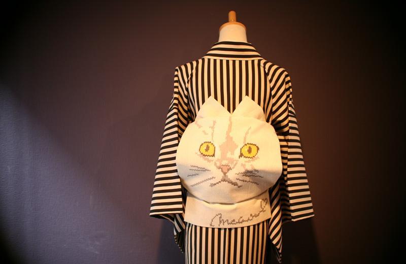 ネコ帯 その3 すごい化け猫感が… #猫物欲 http://t.co/aWHhm0mTm0