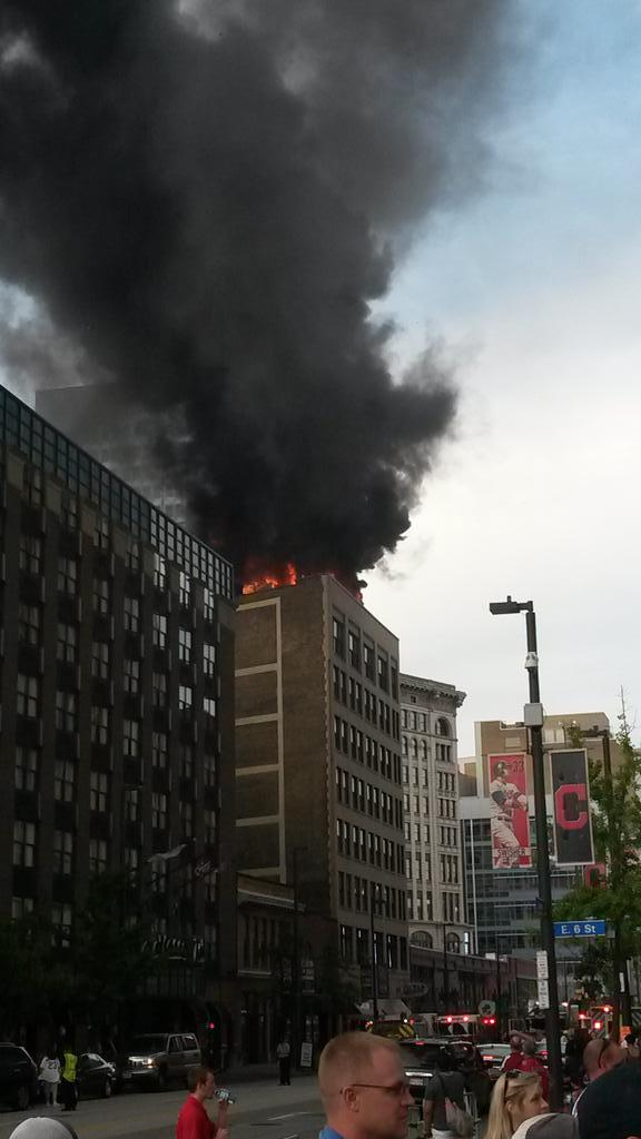 Fire on the roof of a building on Huron. Careful if you're downtown or at the #Tribe game. Safety first #Cleveland http://t.co/b99lsXRvJa