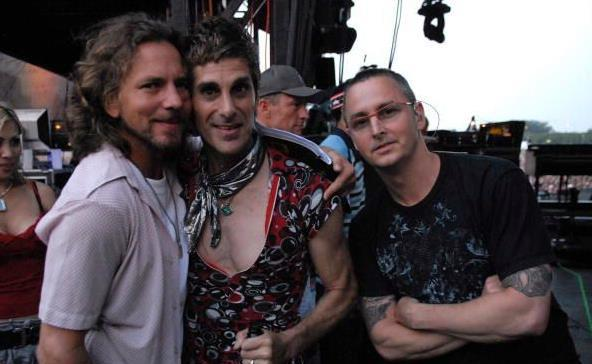 Win win 2 of my favorite people! RT @ArenaCampovolo: #EddieVedder,  @MikeMcCreadyPJ. #BringLollapaloozaToCampovolo