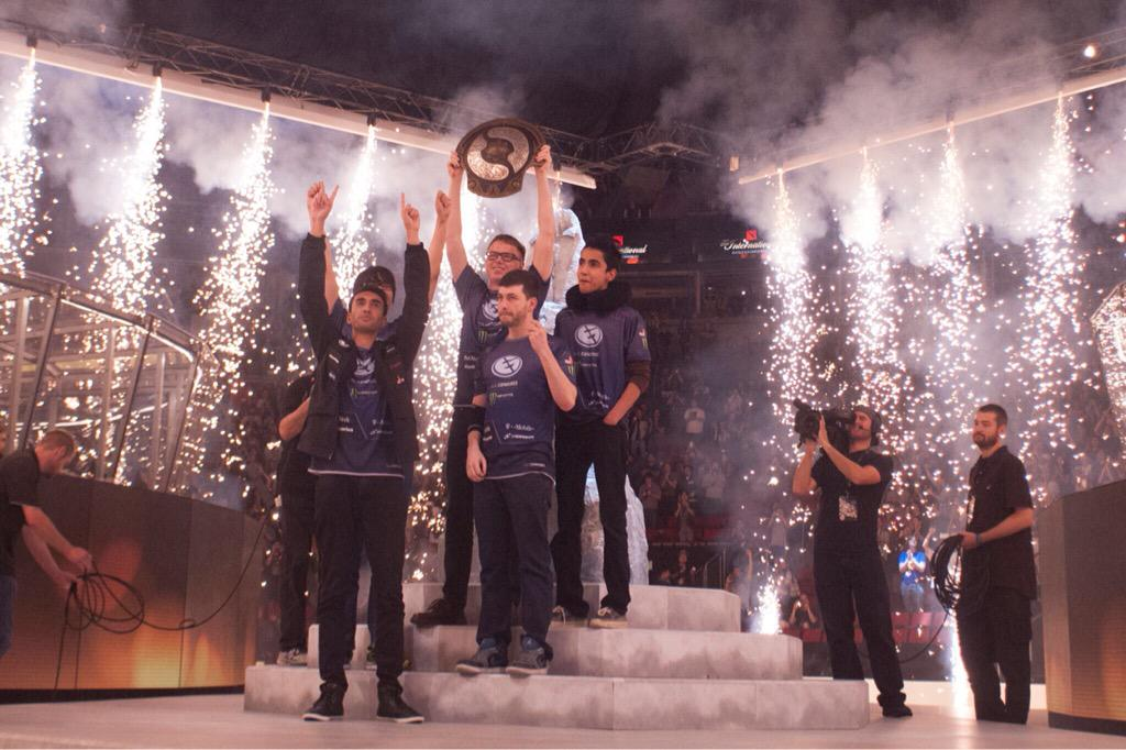 176 games played, 18 teams, 11 days and 1 Aegis. These are your #TI5 Champions! @EvilGeniuses http://t.co/mFmt63WT7c