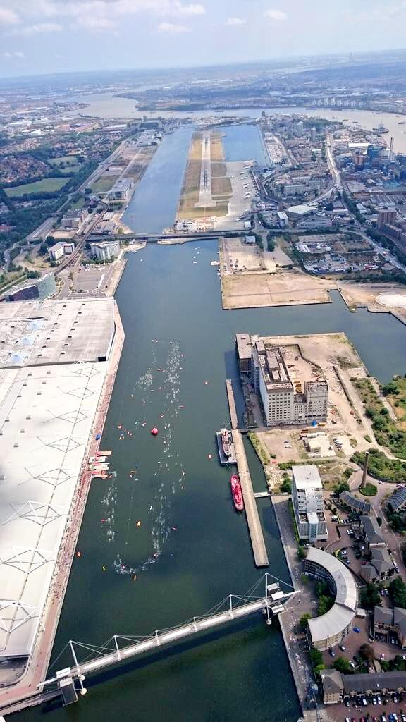 Look at this epic shot from a jealous traveller flying over the swimmers! @AJBellGroup #LondonTri http://t.co/wkm0nrLnZy