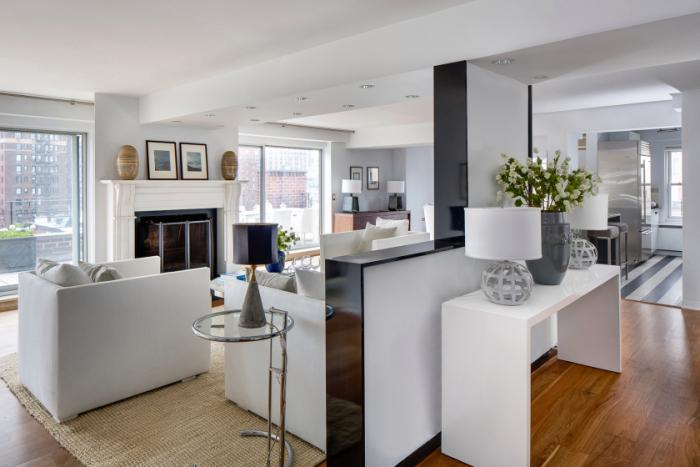 #realestate Julia Roberts' newly listed apartment has us Mona Lisa smiling! http://t.co/Qqsk9lB5iY http://t.co/RlCkTGFswm