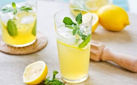بالحر الشديد  مشروبات الكافين واﻻطعمة الحارة تزيد احساس العطش فاستبدل كوب النسكافية الصباحى بعصير بارد #طريق_الرشاقة http://t.co/VAH1eGb2J5