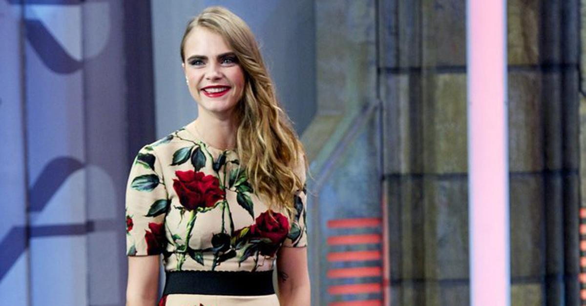.@Caradelevingne traded in her edgy look for sweet @dolcegabbana florals: http://t.co/ujEbVAEElI http://t.co/5ElfhIHxl9