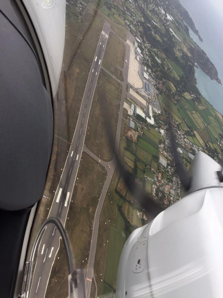 In the hold over @GuernseyAirport x #GUR http://t.co/qcBeSS4gfE