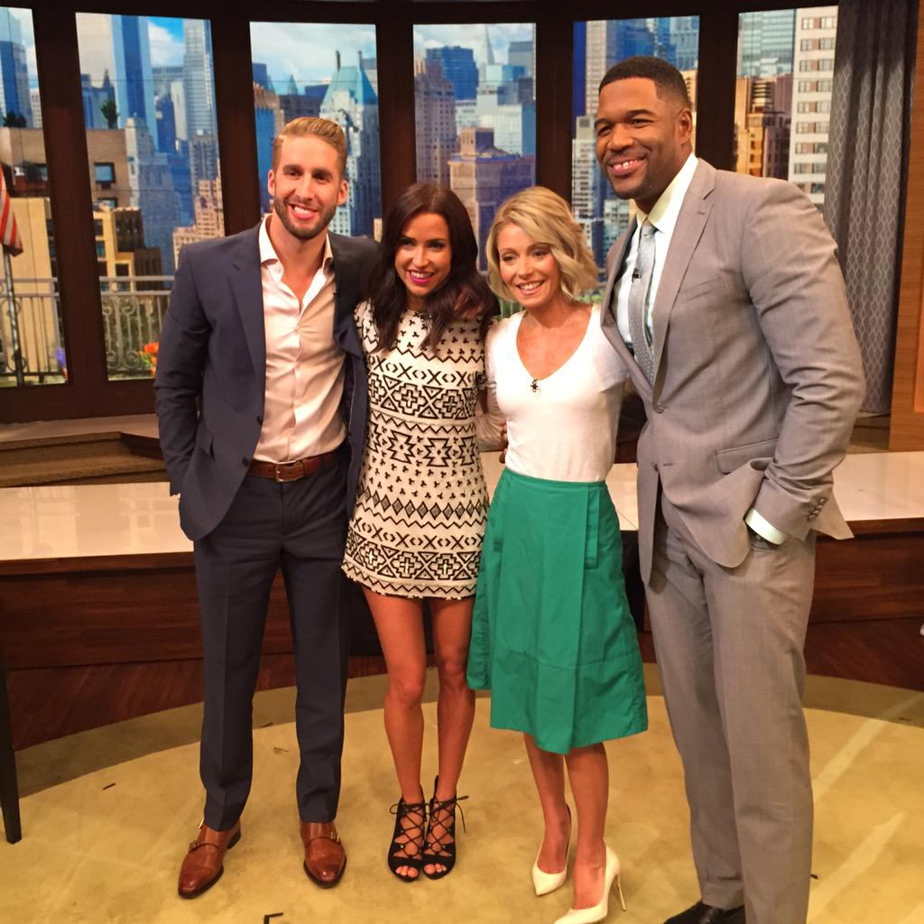 Kaitlyn Bristowe - Shawn Booth - Fan Forum - Media SM - NO Discussion - Page 2 CLAXFjqUkAAZa6G