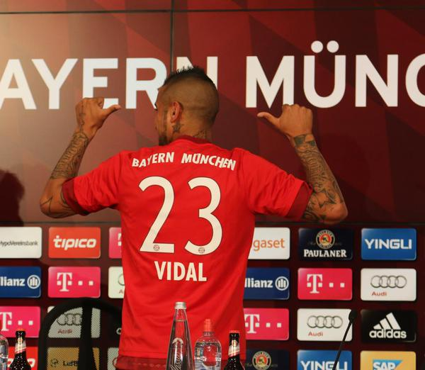 hot sale online 4f8bd 2e85b Arturo Vidal wear shirt Bayern Munich season   Squawka News ...