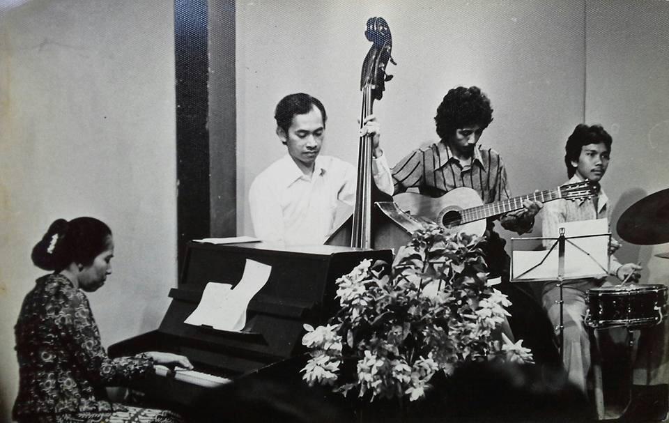 "Selamat jalan Ibu Meinar Loeis. Pencipta lagu ""Bintang Kecil"". Lahir 14 Mei 1930 / Wafat 28 Juli 2015. Foto Dok.Jose http://t.co/k9LM5EeDLG"