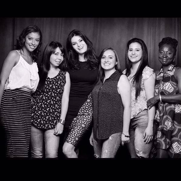 Mulheres extraordinárias, guerreiras, que mudaram sua história, sinto orgulhosa estar junto a elas. @Leonisa http://t.co/ohkiivuzmg