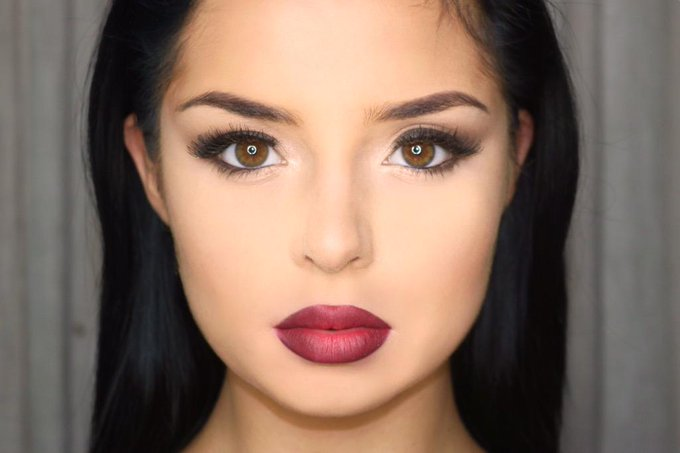 Smokey eye and ombré red lip ? http://t.co/DrvGCL1fQb