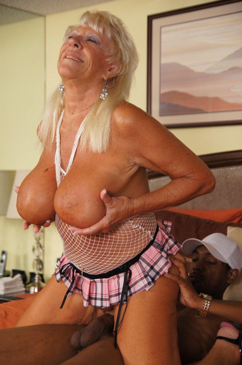 femme nue en collant cougar gros nichons