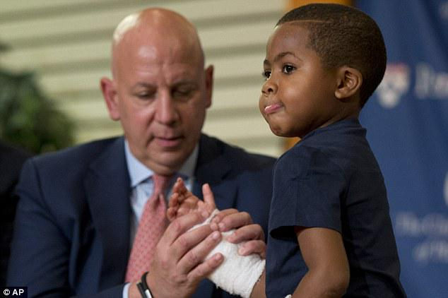 RT @DailyMail: 8-year-old boy becomes the youngest person to receive a double-hand transplant http://t.co/qbNvwGY9x9 http://t.co/nUjslTFjgG