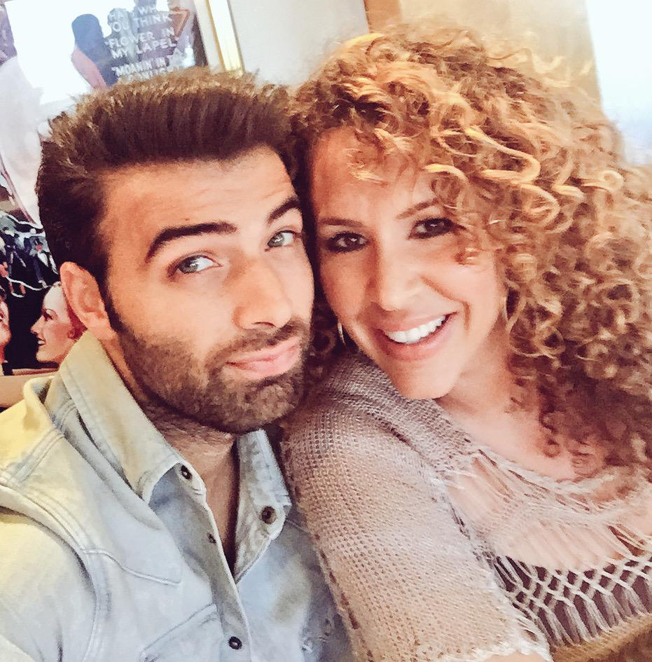 When your coworker is talented, sweet and Latinoliscious!! @jencarlosmusic @HotandBothered @EvaLongoria http://t.co/sCbBO1NMd8
