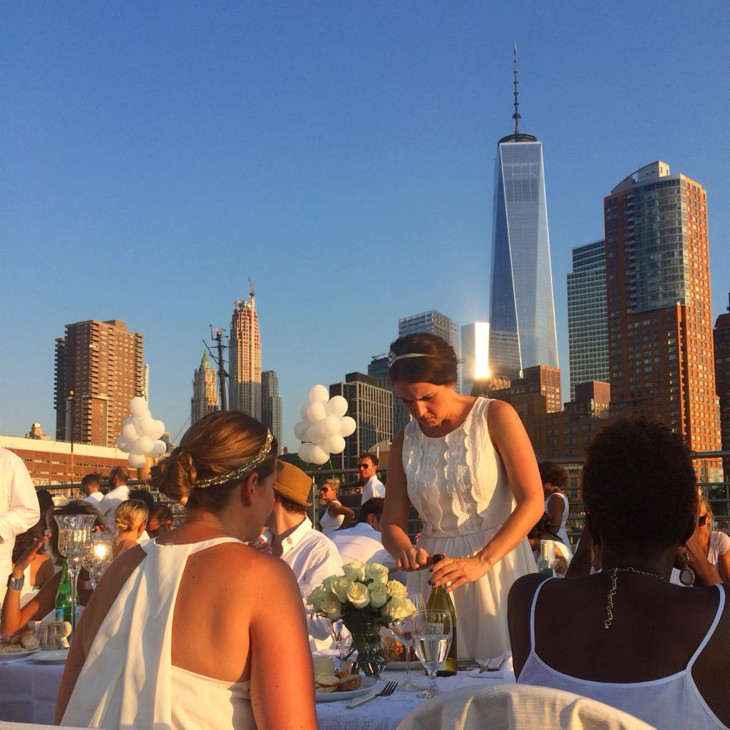Have you had dinner with 5000 people? On the pier. All in white. @DinerEnBlancNYC #nyc #event #dinener #fun http://t.co/WON1QfiDZq