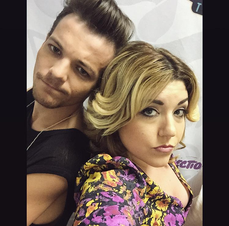 """Louis: """"Let's do a special selfie. Let's be gangsters. Back to back, love, come on. I'm testing your skills."""" http://t.co/GOY3jClPgn"""