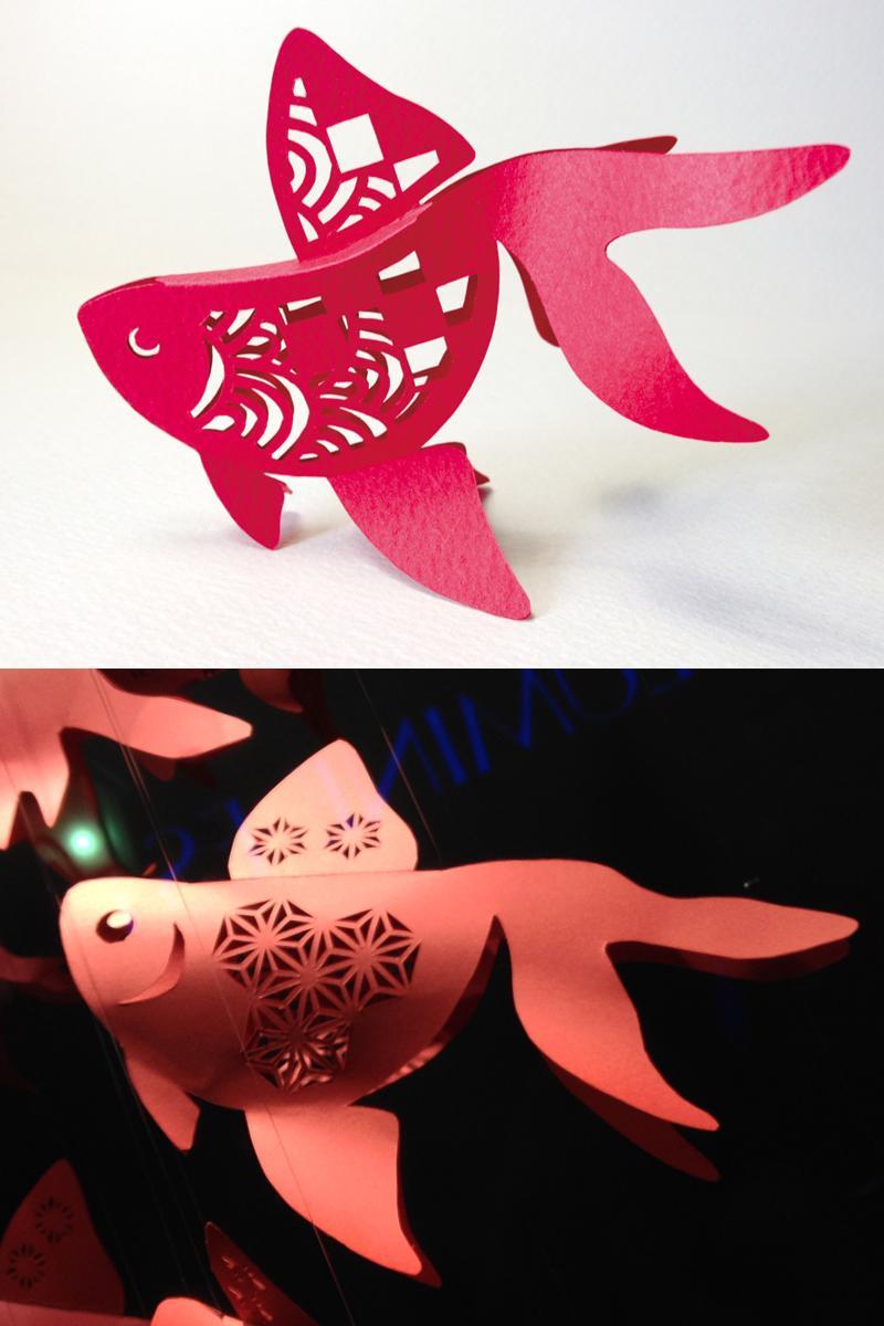 上が僕のオリジナル金魚。 下がコムサのウィンドウ ディスプレイで僕の金魚を剽窃したもの。 どちらも分解して平にするとアウトラインがピッタリあいます。 模様はちがうけどね。 http://t.co/ZOxGEoLxyB