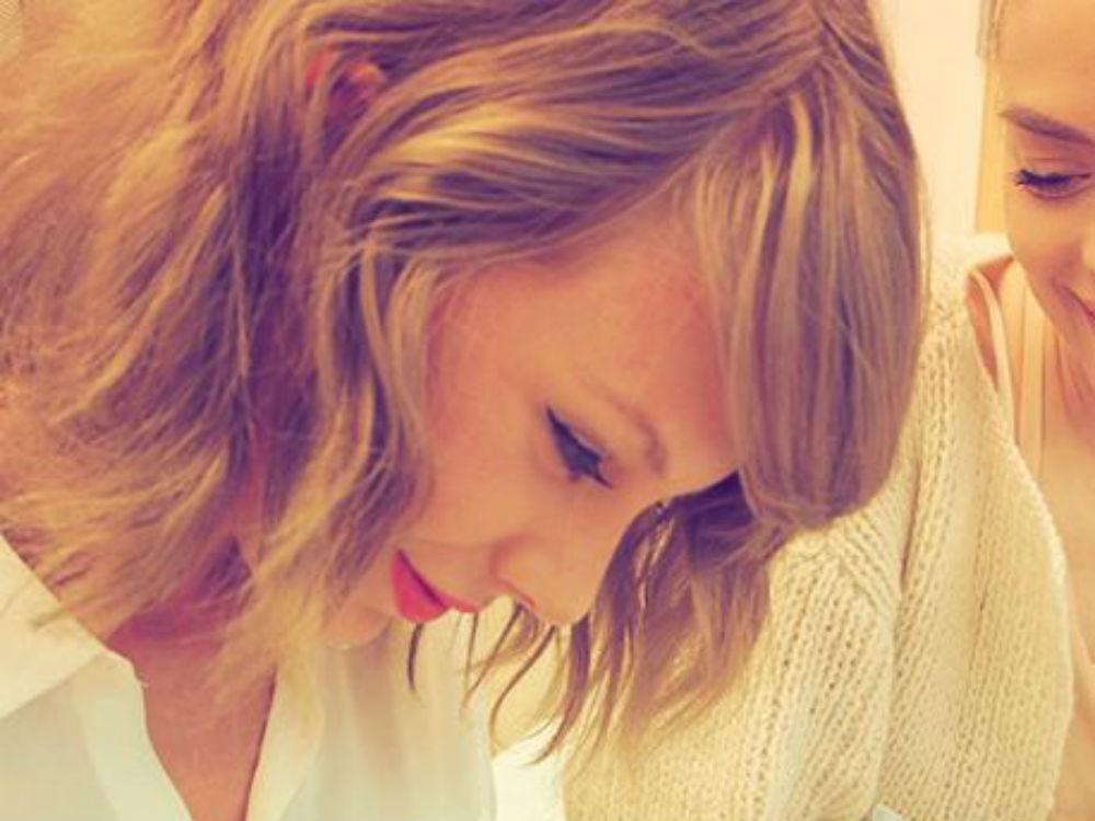 These photos of @taylorswift13 meeting her godson are GUARANTEED to make you feel broody: http://t.co/MRypkJhJ3J http://t.co/ezTgQDDD2w