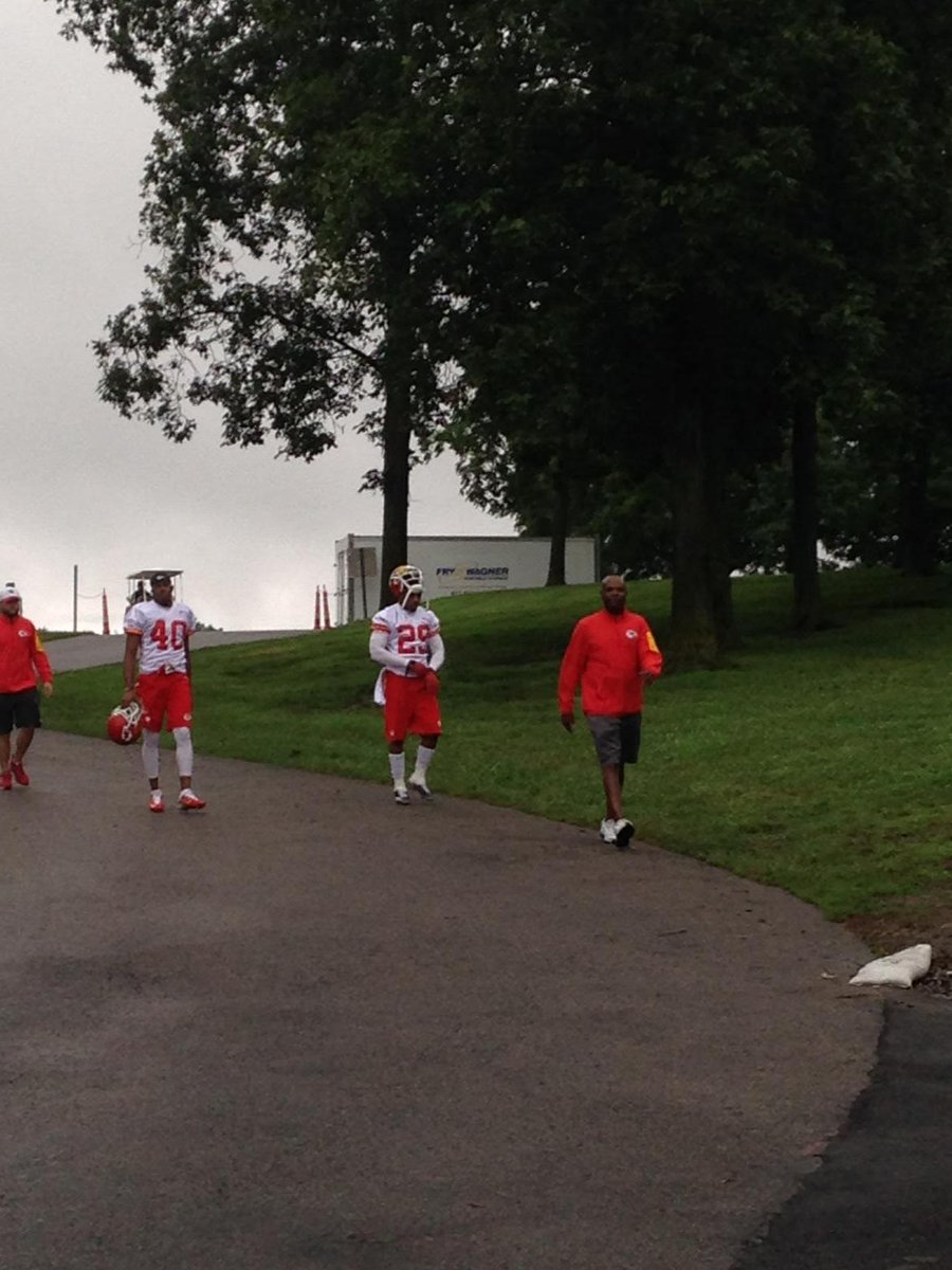 8 months after cancer diagnosis, #Chiefs S Eric Berry back at practice #NFL http://t.co/vk25KRDH11