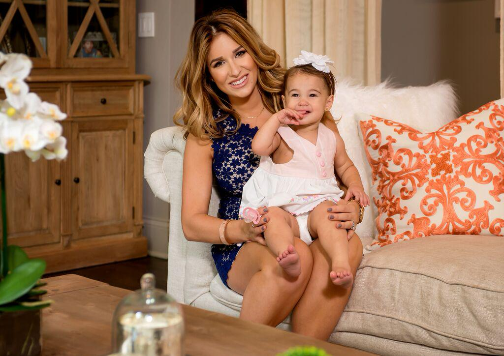 See more of our amazing nursery & living room makeover with @JessieJDecker: http://t.co/vmJWXNzRMx http://t.co/skgWVjNpeu