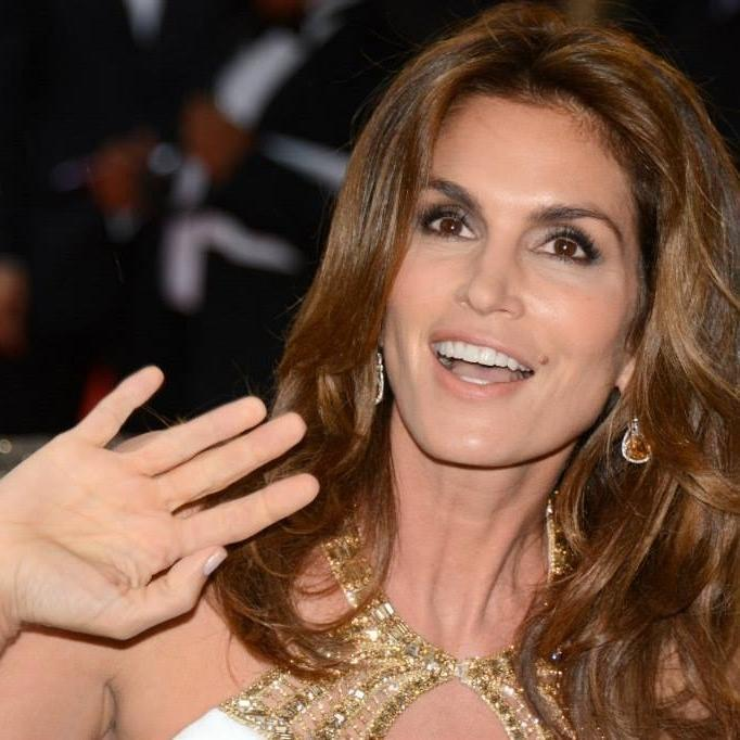 Sharing secrets of the supers, @CindyCrawford is set to produce show on 80s model wars: http://t.co/iOtN5qCkwq http://t.co/2QPZAkwZvi