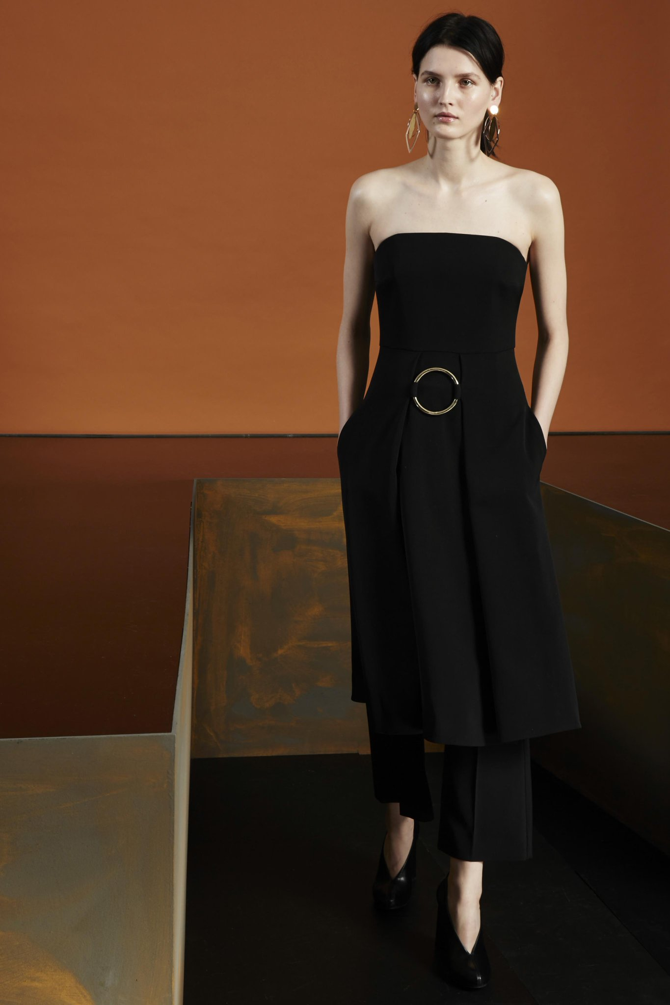 Keep it bold and simple with a sleeveless wool dress over tailored trousers.  #Autumn15 > http://t.co/KwDcC1tib3 http://t.co/0hByntzUNg