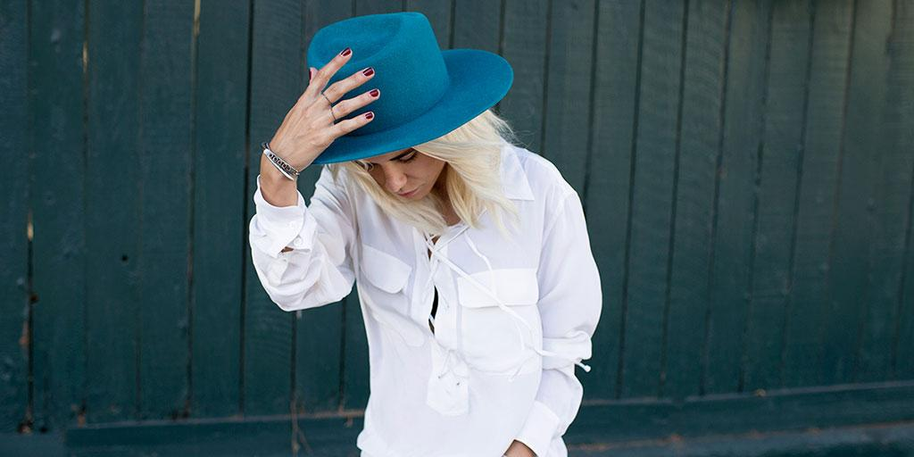 Meet the perfect white shirt EVERY street style star owns: http://t.co/HOyP99RxoY http://t.co/9wzH3doAot