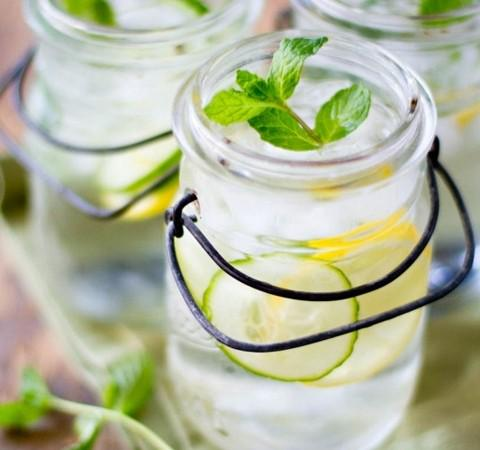 How to flavour your water all kinds of delicious. Well, who needs Ribena anyway? http://t.co/6erSbpsKHw http://t.co/1FtRda3rkG