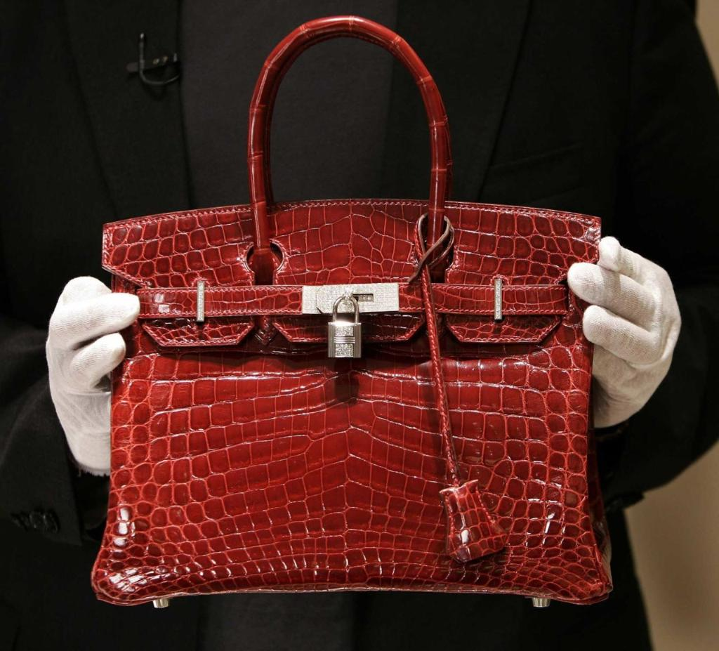 The reason why Jane Birkin wants absolutely NOTHING to do with the Birkin bag: http://t.co/ggrlsmqE59 http://t.co/wajSUSVsRf